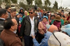 REG POL El presidente de la República, Rafael Correa, participó esta mañana de un encuentro con miembros de la comunidad de San Miguel de Cayo, una de las zonas que están en zona de influencia del volcán Cotopaxi. ROBERTO CHÁVEZ / EL TELÉGRAFO